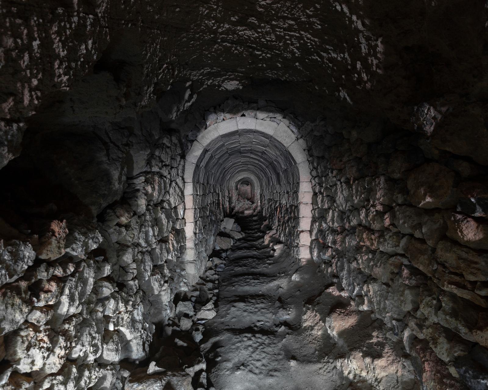 Miniera di rame, galleria, Alghero.